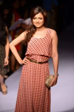 Drashti Dhami at Payal Singhal at LFW 2014 Day 5 on 23rd Aug 2014 (346)_53faf895da148.JPG