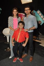 Sonam Kapoor, Fawad Khan on the sets of captain tao in Mumbai on 24th Aug 2014 (48)_53fafdcfd100e.JPG
