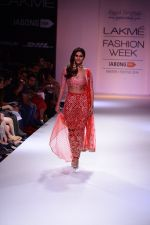 Vaani Kapoor walk the ramp for Payal Singhal at LFW 2014 Day 5 on 23rd Aug 2014 (301)_53faf8bd5f286.JPG