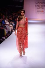 Vaani Kapoor walk the ramp for Payal Singhal at LFW 2014 Day 5 on 23rd Aug 2014 (306)_53faf8c2def31.JPG