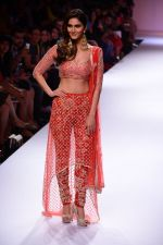 Vaani Kapoor walk the ramp for Payal Singhal at LFW 2014 Day 5 on 23rd Aug 2014 (315)_53faf8cc27b37.JPG