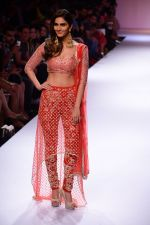 Vaani Kapoor walk the ramp for Payal Singhal at LFW 2014 Day 5 on 23rd Aug 2014 (316)_53faf8cd70809.JPG