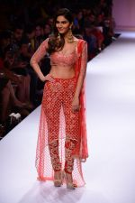 Vaani Kapoor walk the ramp for Payal Singhal at LFW 2014 Day 5 on 23rd Aug 2014 (318)_53faf8cfdee3d.JPG