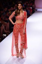 Vaani Kapoor walk the ramp for Payal Singhal at LFW 2014 Day 5 on 23rd Aug 2014 (319)_53faf8d10dc09.JPG