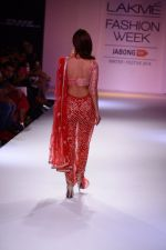 Vaani Kapoor walk the ramp for Payal Singhal at LFW 2014 Day 5 on 23rd Aug 2014 (329)_53faf8dd5424d.JPG