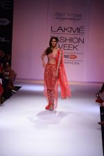 Vaani Kapoor walk the ramp for Payal Singhal at LFW 2014 Day 5 on 23rd Aug 2014 (351)_53faf8fd29b33.JPG