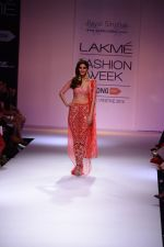 Vaani Kapoor walk the ramp for Payal Singhal at LFW 2014 Day 5 on 23rd Aug 2014 (352)_53faf8ff75959.JPG