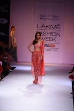 Vaani Kapoor walk the ramp for Payal Singhal at LFW 2014 Day 5 on 23rd Aug 2014 (353)_53faf9019b7c0.JPG