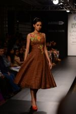 Model walk the ramp for Neha Agarwal at LFW 2014 Day 6 on 24th Aug 2014 (114)_53fc923a3ece3.JPG