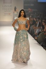 Model walk the ramp for Shehla Khan at LFW 2014 Day 5 on 23rd Aug 2014 (141)_53fc91c61819b.JPG