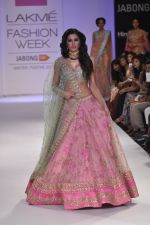Nargis Fakhri walk the ramp for Anushree Reddy at LFW 2014 Day 5 on 23rd Aug 2014 (15)_53fc8f8aaab28.JPG