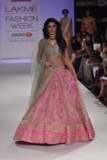 Nargis Fakhri walk the ramp for Anushree Reddy at LFW 2014 Day 5 on 23rd Aug 2014 (16)_53fc8f8c085a3.JPG