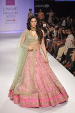 Nargis Fakhri walk the ramp for Anushree Reddy at LFW 2014 Day 5 on 23rd Aug 2014 (21)_53fc8f92bcd8f.JPG