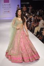 Nargis Fakhri walk the ramp for Anushree Reddy at LFW 2014 Day 5 on 23rd Aug 2014 (22)_53fc8f9400f28.JPG