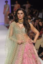 Nargis Fakhri walk the ramp for Anushree Reddy at LFW 2014 Day 5 on 23rd Aug 2014 (28)_53fc8f9a30fa2.JPG