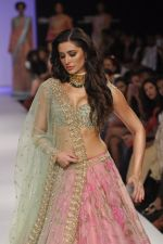 Nargis Fakhri walk the ramp for Anushree Reddy at LFW 2014 Day 5 on 23rd Aug 2014 (30)_53fc8f9ca7efd.JPG