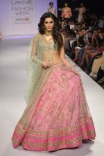 Nargis Fakhri walk the ramp for Anushree Reddy at LFW 2014 Day 5 on 23rd Aug 2014 (32)_53fc8f9fc2746.JPG