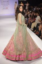 Nargis Fakhri walk the ramp for Anushree Reddy at LFW 2014 Day 5 on 23rd Aug 2014 (34)_53fc8fa28bff2.JPG