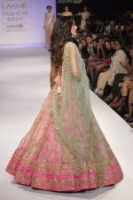 Nargis Fakhri walk the ramp for Anushree Reddy at LFW 2014 Day 5 on 23rd Aug 2014 (35)_53fc8fa409f1a.JPG