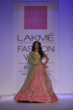 Nargis Fakhri walk the ramp for Anushree Reddy at LFW 2014 Day 5 on 23rd Aug 2014 (39)_53fc8fa8b42e4.JPG