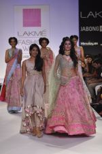 Nargis Fakhri walk the ramp for Anushree Reddy at LFW 2014 Day 5 on 23rd Aug 2014 (42)_53fc8fae98f67.JPG