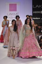 Nargis Fakhri walk the ramp for Anushree Reddy at LFW 2014 Day 5 on 23rd Aug 2014 (43)_53fc8fb14b758.JPG