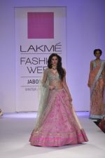 Nargis Fakhri walk the ramp for Anushree Reddy at LFW 2014 Day 5 on 23rd Aug 2014 (7)_53fc8f804ee61.JPG