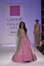 Nargis Fakhri walk the ramp for Anushree Reddy at LFW 2014 Day 5 on 23rd Aug 2014 (9)_53fc8f8332fde.JPG