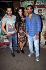 Emraan Hashmi, Humaima Malik, Kunal Deshmukh at Raja Natwarlal Special Screening in Sunny Super Sound on 26th Aug 2014 (53)_53fe065ab7118.JPG