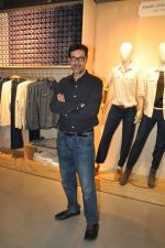 Rajat Kapoor at Levis Khadi Collection Launch in Khar on 26th Aug 2014 (202)_53fddb40e500e.JPG