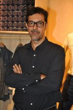 Rajat Kapoor at Levis Khadi Collection Launch in Khar on 26th Aug 2014 (206)_53fddb455642e.JPG