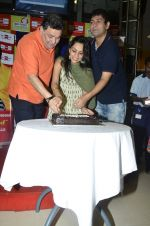 Rishi Kapoor celebrates his birthday with RJ Anirudh at 92.7 BIG FM on 27th Aug 2014 (126)_53fe9c4cd0200.JPG