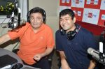 Rishi Kapoor celebrates his birthday with RJ Anirudh at 92.7 BIG FM on 27th Aug 2014 (20)_53fe9c3323df1.JPG