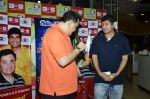 Rishi Kapoor celebrates his birthday with RJ Anirudh at 92.7 BIG FM on 27th Aug 2014 (74)_53fe9c3eaafd0.JPG
