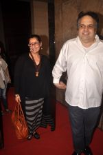 Dimple Kapadia, Sandeep Khosla at Finding fanny special screening in Mumbai on 1st Sept 2014 (222)_5405733475479.JPG