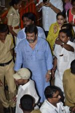 Mahesh Manjrekar visit Lalbaugcha Raja in Mumbai on 6th Sept 2014 (19)_540bf378ae6e9.JPG