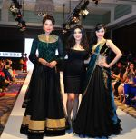 Bipasha Basu, Archana Kochhar, Divya Kumar at the launch of MUAAK by Archana Kochhar at India Fashion Week 2014 at Dubai on 5th Sept 2014 (3)_540ea2c125cef.jpg