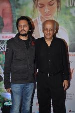 Vishesh Bhatt, Mukesh Bhatt at Finding Fanny success bash in Bandra, Mumbai on 15th Sept 2014 (45)_5417eb908f8a6.JPG