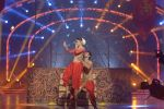Mouni Roy at the grand finale of Jhalak Dikhhla Jaa in Filmistan, Mumbai on 18th Sept 2014 (340)_541c1a4bbe5ae.JPG