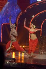 Mouni Roy at the grand finale of Jhalak Dikhhla Jaa in Filmistan, Mumbai on 18th Sept 2014 (351)_541c1a5946003.JPG