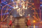 Mouni Roy at the grand finale of Jhalak Dikhhla Jaa in Filmistan, Mumbai on 18th Sept 2014 (352)_541c1a5a93061.JPG