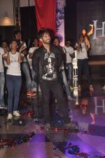 Shahid Kapur unveil Haider Song with Flash mob in Mumbai on 19th Sept 2014 (29)_541e60f03b5ea.JPG