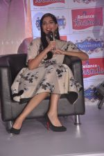 Sonam Kapoor promote Khoobsurat at Reliance Trends in Mumbai on 19th Sept 2014 (13)_541e63a22556e.JPG