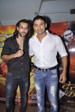 Akhil Kapur, Sangram Singh at Desi Kattey premiere in Fun on 25th Sept 2014 (107)_54259c75f10bd.JPG