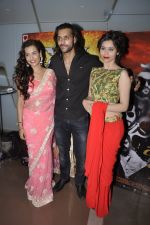 Akhil Kapur, Sasha Agha, Tia Bajpai at Desi Kattey premiere in Fun on 25th Sept 2014 (105)_54259c7abff31.JPG