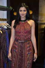 Deeksha Seth at Ritu Kumar store launch in Palladim on 25th Sept 2014 (35)_54255d661c0aa.JPG
