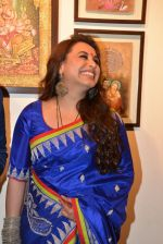 Rani Mukherjee inaugurates Suvigya Sharma_s art exhibition in Cymroza Art Gallery on 25th Sept 2014 (193)_54255cdf3be69.JPG