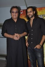 Vinod Khanna, Akhil Kapur at Desi Kattey premiere in Fun on 25th Sept 2014 (43)_54259c7def7f8.JPG
