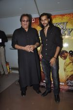 Vinod Khanna, Akhil Kapur at Desi Kattey premiere in Fun on 25th Sept 2014 (45)_54259c7e8207f.JPG