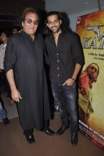 Vinod Khanna, Akhil Kapur at Desi Kattey premiere in Fun on 25th Sept 2014 (55)_54259c7fc7079.JPG